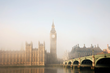 Fotomurales - Palace of Westminster and Westminster Bridge in fog