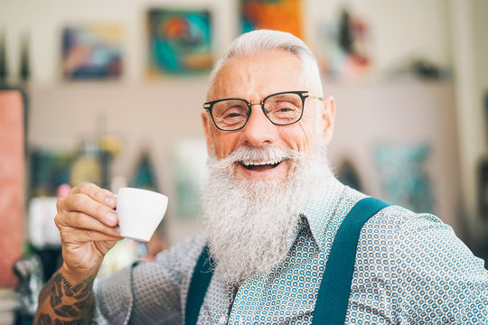 Happy senior drinking coffee in bar - Hipster older male having coffee break - Lifestyle people concept