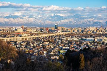 呉羽山から望む富山市街地と立山連峰