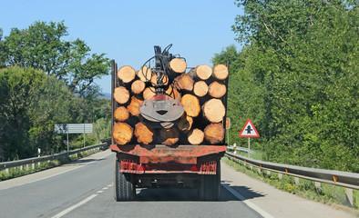 transport de bois Fotobehang