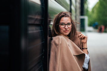 Outdoor lifestyle portrait of happy young woman in stylish outfit.
