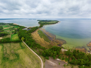 Widok z loty ptaka na jezioro Śniardwy i półwysep Szeroki Ostrów
