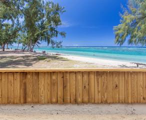 Balustrade sur plage de l'Hermitage, île de la Réunion