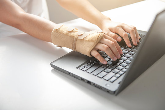 Wrist pain from using computer, office syndrome hand pain or injury