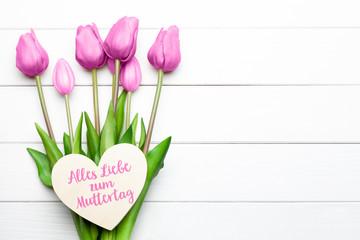 Alles Liebe zum Muttertag mit Tulpen und Herz