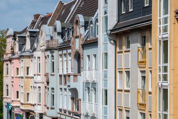 Hausfassaden in der Stadt, Mietwohnungen