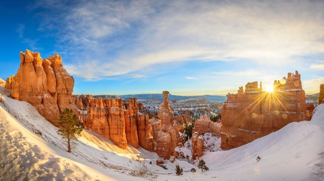 Rock formation Thors Hammer at sunrise, bizarre snowy rock landscape with Hoodoos in winter, Navajo Loop Trail, Bryce Canyon National Park, Utah, USA, North America