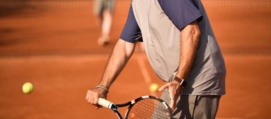 Tennisspieler beim Tennis spielen