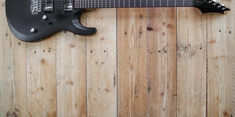 E-Gitarre Rock Pop auf Holz Hintergrund Vintage Chrom