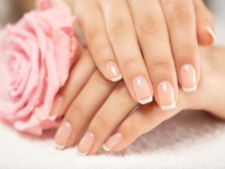 Poster de jardin Manicure Woman gets manicure procedure in a spa salon. Beautiful female hands.