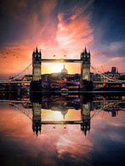 Poster Londres Dreamy view to the Tower Bridge of London, UK, during sunset time with reflections in the river water of the Thames