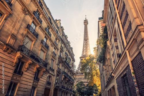 Fototapete Eiffel tower in Paris viewed from the street