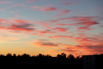 Photo sur Aluminium UFO Beautiful vivid color sunset clouds after sunset