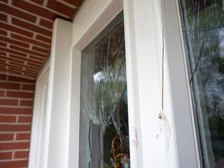 Haustür - Einbruchversuch - Zerstörungen - Vandalismus - Kriminalität