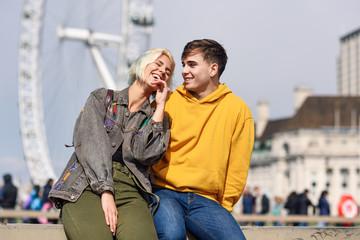Photo sur Plexiglas Londres Happy couple by westminster bridge, River Thames, London. UK.