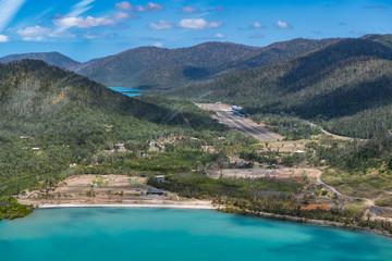 Luftaufnahme beim Helikopter-Rundflug über Whitsunday Island in Australien