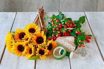 Wall Mural - How to make classic bouquet of sunflowers and hypericum berries, tutorial.