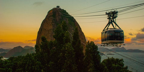 Rio de Janeiro, Brazil: Cable car and Sugar Loaf mountain in Rio de Janeiro Fototapete