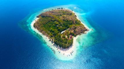 Obraz Beautiful aerial view of Gili Nanggu Island - fototapety do salonu
