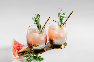 Obraz Grapefruit and Rosemary cocktail.  Refreshing and non-alcoholic drink perfect for spring or summer. - fototapety do salonu