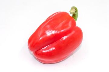 Knackige, rote Paprika auf weiß isoliert