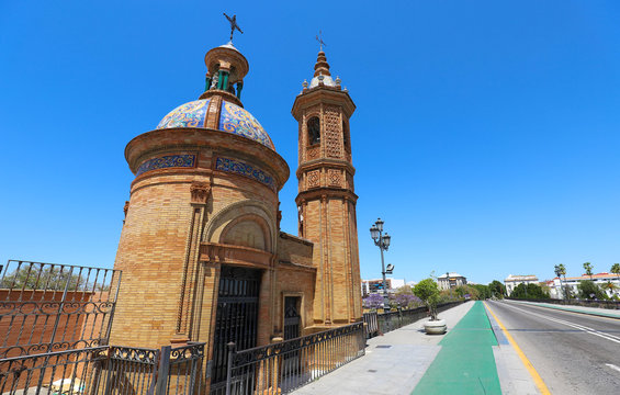The Castle of San Jorge was a medieval fortress built on the west bank of the Guadalquivir river in the city of Seville .