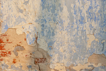 Photo sur Toile Vieux mur texturé sale Old brick wall covered with plaster. Part of the brickwork can be seen. Background. Texture.