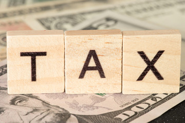 Dollar Geldscheine und die Steuer in Amerika