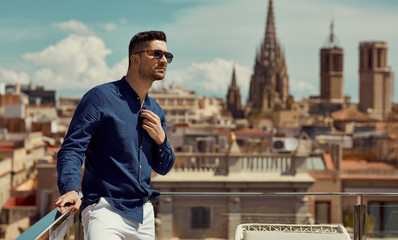 Foto auf Acrylglas Barcelona Portrait of handsome man wear sunglasses and standing against the background of the Barcelona