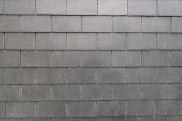 Tuiles en ardoise grise (détail de toit)