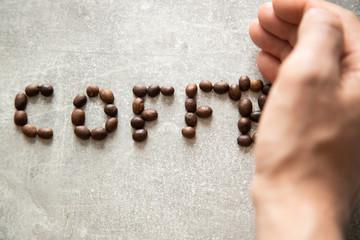 Fototapeta Napis coffee niszczony przez dłoń