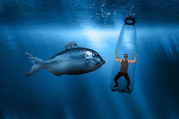 Mensch gefangen im Plastikmüll