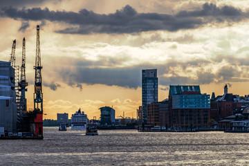 Hamburg, an den Landungsbrücken