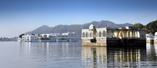 Wall Mural - Taj Lake Palace on lake Pichola in Udaipur, Rajasthan, India