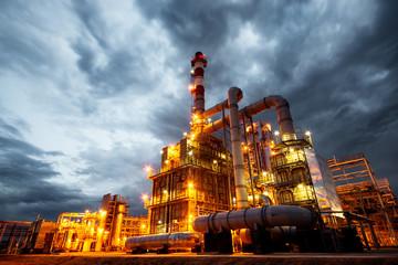 Fotobehang Industrial geb. oil refinery at night