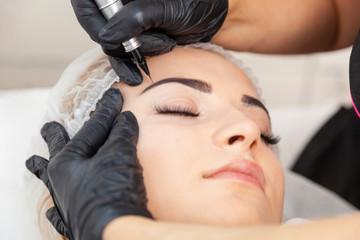Makijaż permanentny - zabieg w salonie piękności
