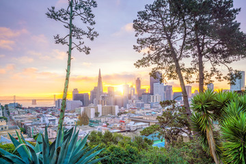 Fotomurales - Beautiful view of business center in downtown San Francisco in USA
