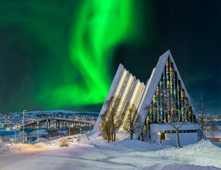 Fotobehang Noorderlicht Norwegen Tromso Eismeerkathedrale Nordlicht