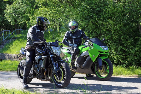 Two motorcyclists with a short interstop
