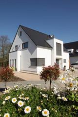 Einfamilienhaus modern Fenster zuhause Neubau
