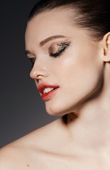 Beauty Editorial Bronze & Gold eyes - Juicy red lips