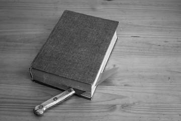a bookmark knife