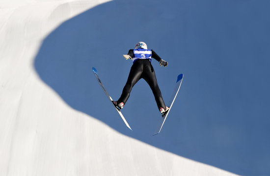 Appearance from behind of the ski jumping