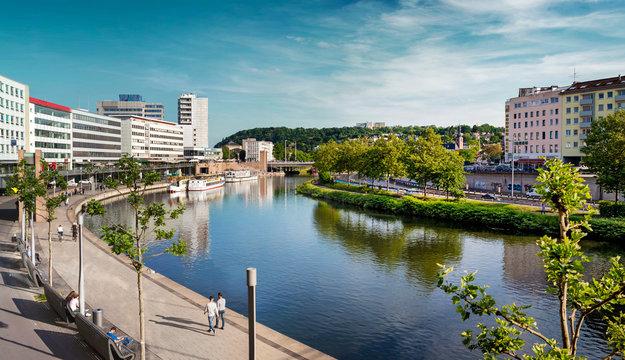 Saarbrücken, Saarland – Panorama XXL Stadtzentrum mit Saar im Sommer
