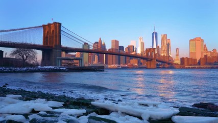 Fotomurales - Panoramic view of Brooklyn bridge and Manhattan at sunrise, New York City.