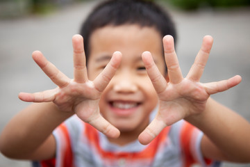 children smiling face show ten finger by two hand