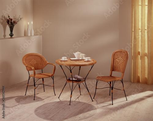 Sedie In Midollino.Ambiente Con Tavolino E Sedie In Vimini Stock Photo And