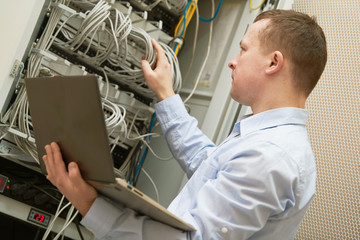 Support network service engineer with server computer equipment