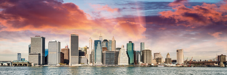 Foto auf Leinwand New York Panoramic view of Manhattan skyline from Brooklyn at sunset, New York City