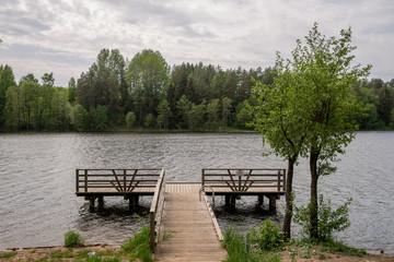 Drewniany pomost na jeziorze Bolesty